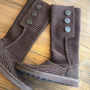 Ugg/ brown knit cardy boots